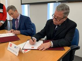 The Vice Chancellor of the Universidad Iberoamericana of Mexico and SPRU's TIP Latin America Hub lead, Matias Ramirez, signing the joint agreement for the LA Hub in Mexico City in January 2020